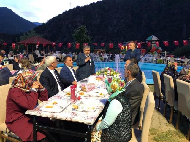 Kürtün Belediye Başkanı Enver Şen'in Düzenlediği İftar programına çok sayıda protokol ve vatandaşlar katıldı.