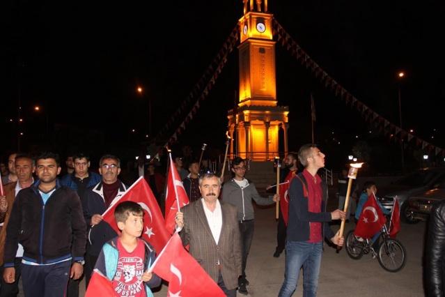 19 Mayıs Atatürk'ü Anma, Gençlik ve Spor Bayramı kutlamaları gündüz başladı Gece yarılarına kadar 19 Mayıs kutlamaları gecede devam etti.