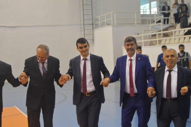 Torul Kapalı Spor Salonunda Düzenlenen 19 Mayıs Aytürk'ü Anma, Gençlik ve Spor Bayramı düzenlenen törenle coşkuyla kutlandı.