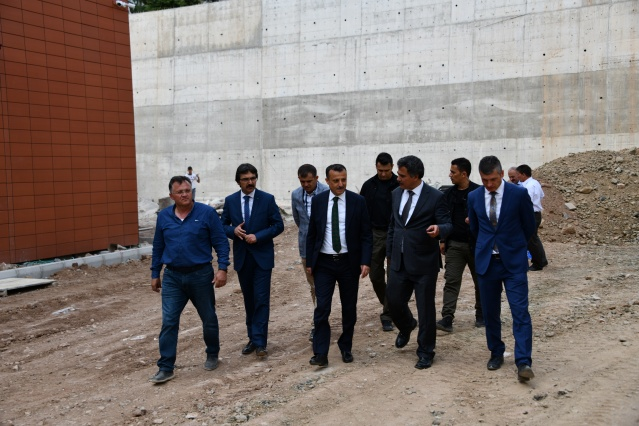 Gümüşhane Valisi Kamuran TAŞBİLEK, Gümüşhane ilinde  yapımı devam eden okul ve pansiyonlarda incelemede bulundu.