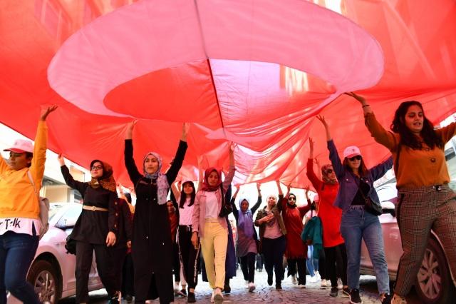 """Gümüşhane'de Türkiye Herkes İçin Spor Federasyonu koordinasyonunda Avrupa Hareketlilik Haftası kapsamında 81 ilde eş zamanlı düzenlenen """"Sağlık İçin Beraber Yürüyelim"""" etkinliği düzenlendi."""