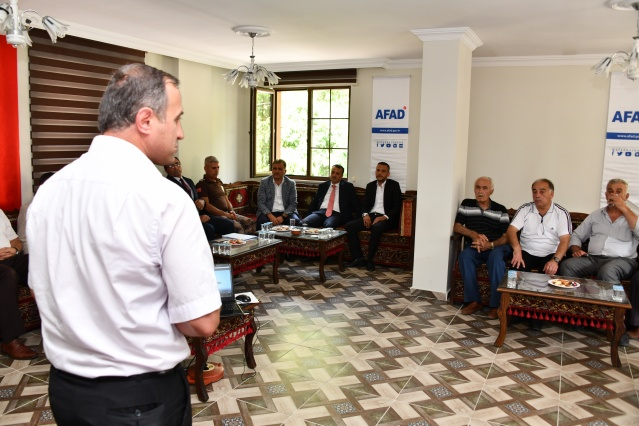 Gümüşhane il Afet Müdürlüğü AFAD ekipleri tarafından 17 Ağustos Depreminin üzerinden 20 . yılı etkinliği Gümüşhane'de düzenlendi.