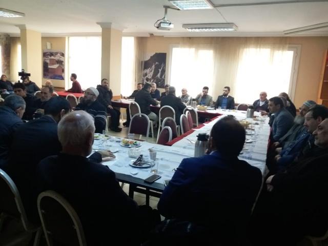 İstanbul'da muhtelif ilçelerinde görev yapan Gümüşhaneli İmam Hatipler Sultanbeyli Gümüşhaneliler Derneği ev sahipliğinde,kahvaltı da bir araya geldi.