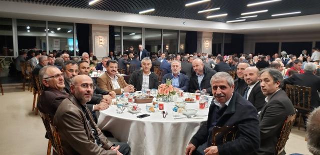 """İstanbul Gümüşhane Dernekler Federasyonu İstanbul'da meclis üyesi adayı olarak listelere giren hemşerileri ile dernek başkanları ve yönetimlerini tanışma yemeğinde bir araya getirdi. """"Gümüşhaneli Meclis Üyesi Adaylarımızla Buluşuyoruz"""" adlı program Üsküdar belediyesinin üst katında bulunan mavi salonda gerçekleştirildi."""