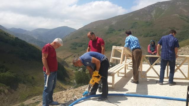 Gümüşhane İl Özel İdare Müdürlüğü ekipleri  Kürtün ilçemiz 'de 2016 Yılında Şehit Edilen  Sözleşmeli Piyade Er Şehit Yunus Yılmaz'ın  anıtına  Özel Bayburt taşından çeşme yaptırıldı.
