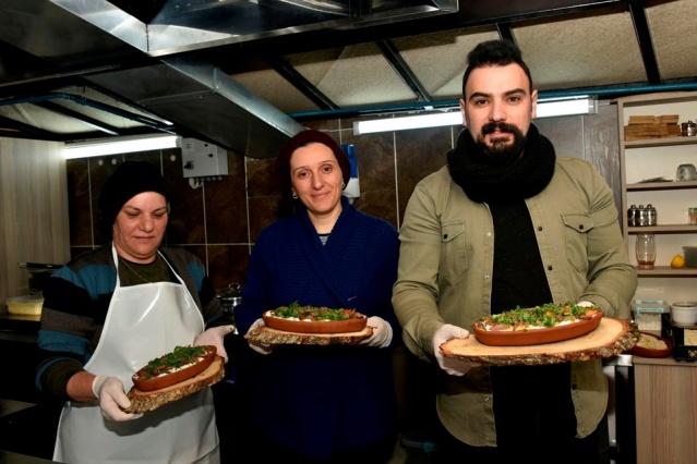 Torul'dan Dünyaya açılan Camseyir Terasına Markasını vuran Ardasa Siron kebabını Yeni yerel yönetimin döneminde Torul Cam Seyir Terasında bulamayan yerli ve yabancı turistlerin eleştirisine neden oldu.