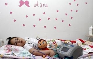 Minik Azra nefes alabilmek için yardım bekliyor