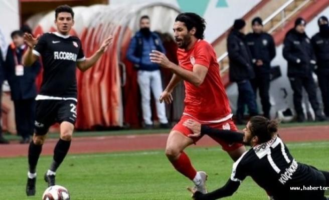 Ğümüş  Kastamonuspor 1966 takımına 2-1 mağlup oldu.