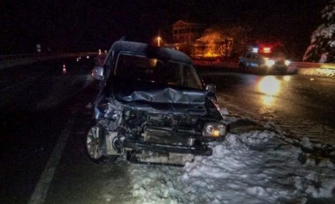 Buzlanma nedeniyle kaza! 3'ü çocuk 5 yaralı