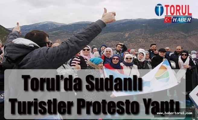 Torul'da Sudanlı Turistler Protesto Yaptı