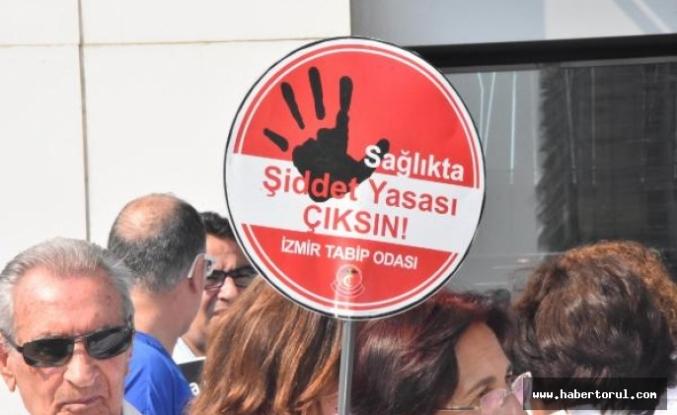 İzmir'de hekimlerden şiddete karşı eylem